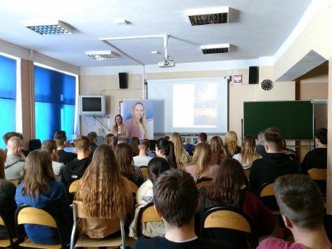 Dziewczyna w Trampkach - Wspolpraca Szkolenia OPT